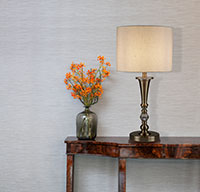 настолна лампа с абажур